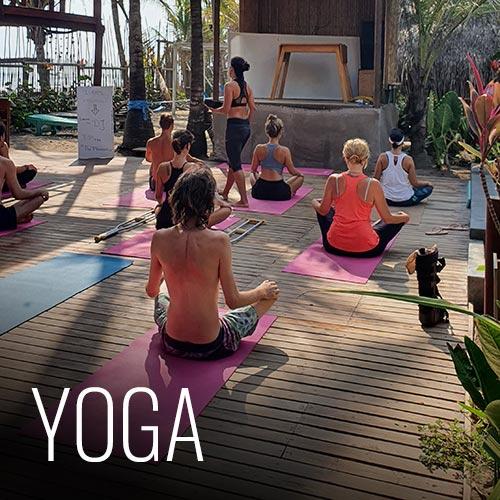 Contamos con clases de yoga cada día a las 8am y 4pm, con prevía inscripción en recepción